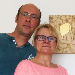 Lutz und Sabine Richter mit Pyrographie Bild von Frau mit goldenen Haaren und Bumen