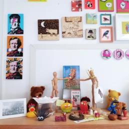 mein atelier mit blick auf meinen schrein voller ideen und inspirationen
