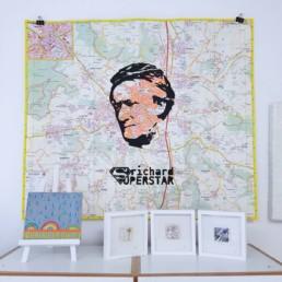 mein atelier mit blick auf richard wagner stadtplaene und kleineren kunstwerken